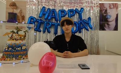 Cho Seungyoun Rayakan Ulang Tahun Bareng Penggemar Lewat Siaran Live