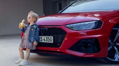 "Tuai Kritik, Audi Tarik Iklan ""Anak Perempuan Makan Pisang"""