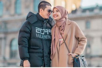 Adu Gaya Stylish Pasangan Zaskia Sungkar - Irwansyah