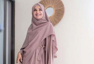 6 Inspirasi Hijab Syar'i Trendi ala Shireen Sungkar