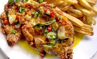 Bingung Siapkan Menu Makan Malam, Bikin Chicken Chop Telur Asin Yuk