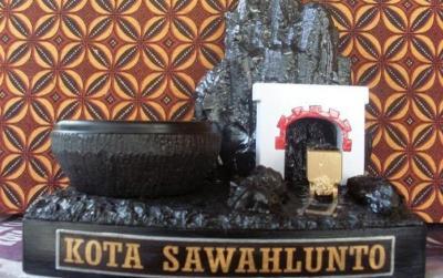 Kerennya Kerajinan Batu Bara, Oleh-Oleh Jika Berkunjung ke Sawahlunto