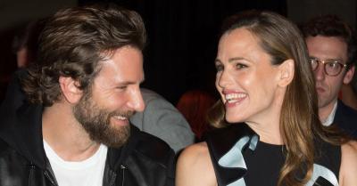 Jennifer Garner Asyik Berlibur di Pantai Bareng Bradley Cooper, Pacaran?