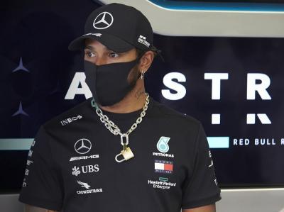 Hamilton: Bukan Waktu yang Tepat untuk Teken Kontrak dengan Mercedes