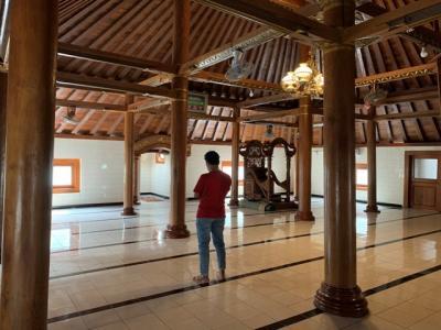 Masjid Al Yahya Karanganyar, Pilar Kayunya Awet sejak Masa Wali Songo