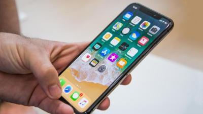 Apple Pertahankan Fitur Notch untuk iPhone 12?
