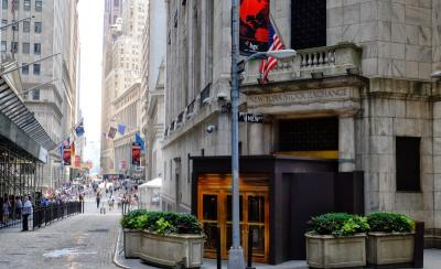 Wall Street Berakhir Mixed di Akhir Pekan