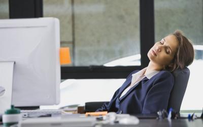 5 Cara Hilangkan Kantuk saat di Kantor, Apa Saja?