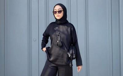 5 Inspirasi Fashion Hijab Hypebeast Serba Hitam ala Selebgram Intan Khasanah