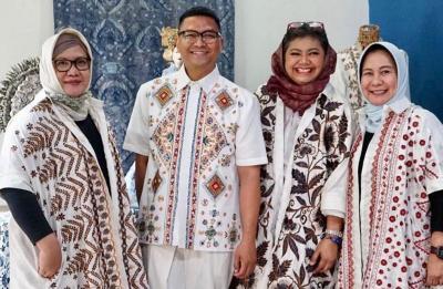 Tak Mau Batik Jadi Kolot, Novita Yunus Ciptakan Lintas Generasi