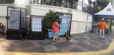 Kedapatan Tak Pakai Masker saat Olahraga di Bundaran HI, Sejumlah Warga Dihukum Menyapu Jalan