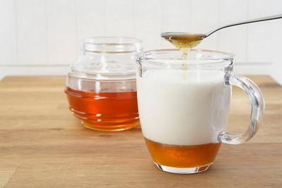 Coba Ganti Gula untuk Susu dengan Madu, Ini yang Akan Terjadi