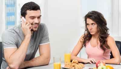 5 Cara Mudah Biar Kamu Enggak Posesif Sama Pacar