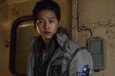 Song Joong Ki Siap Jadi Pilot Luar Angkasa di Space Sweepers