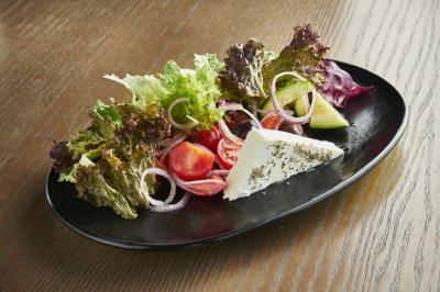 5 Kreasi Salad Sehat untuk Makan Malam