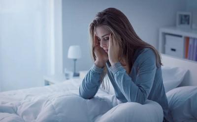 Kelelahan dan Kurang Tidur, Begini 4 Cara Menutupi Lingkaran Hitam di Bawah Mata