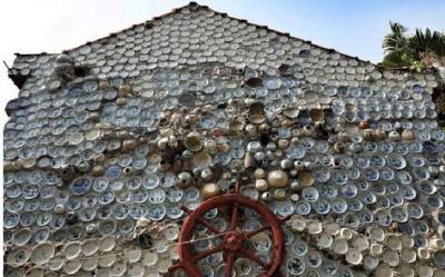 Terobsesi Barang Antik, Pria Ini Modifikasi Rumahnya dengan Porselen