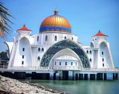 5 Masjid Terapung Terunik di Dunia, Bakda Sholat Bisa Menikmati Senja Lho