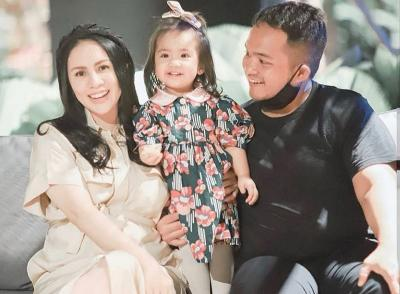 4 Potret Bahagia Momo Eks Geisha Hamil Anak Kedua