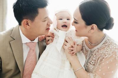 Gemasnya 5 Gaya Claire Herbowo, Anak Shandy Aulia yang Baru Dibaptis