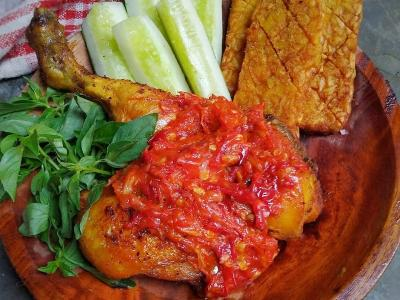 Resep Ayam Penyet, Sambalnya Maknyuss Enak Buat Makan Siang