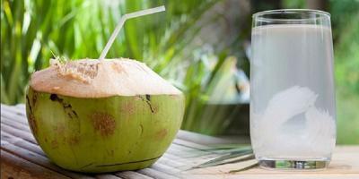 Bisakah Minum Air Kelapa Bantu Turunkan Berat Badan?
