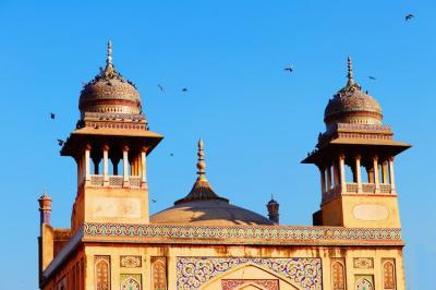 Syuting di Masjid Bersejarah, Artis Pakistan Dikecam Warganet