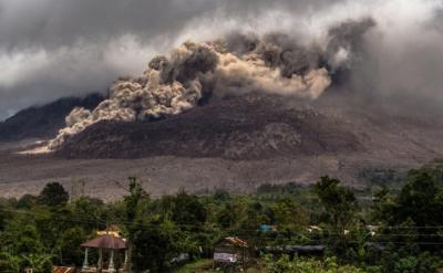 Di Balik Letusan Gunung Sinabung, Terselip Pesona Keindahan Danau Lau Kawar
