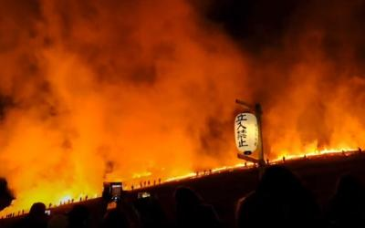 Mengesankan, Begini Tradisi Bakar Bukit di Jepang