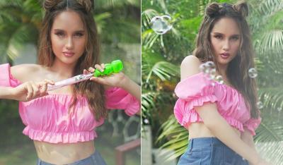 Centilnya Cinta Laura Jadi Gadis Peniup Gelembung, Mirip Boneka!