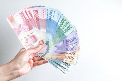 Tak Sejalan dengan IHSG, Rupiah Ditutup Melemah di Rp14.775 USD