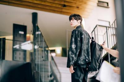 Kim Woo Seok UP10TION Jadi Pria Kesepian di Drama Twenty Twenty