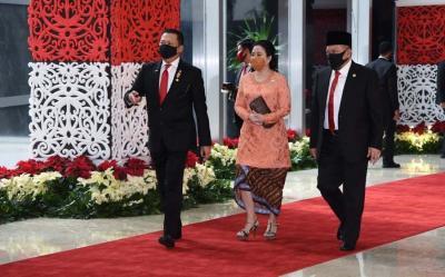 Berbalut Kebaya Jingga, Bu Puan Maharani Kian Memesona di Sidang DPR MPR 2020
