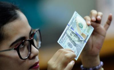 Dolar Tergelincir meski Data Pengangguran AS Berkurang