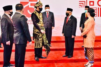 Beda dengan Jokowi, Ma'ruf Amin Kenakan Setelan Formal di Sidang Tahunan