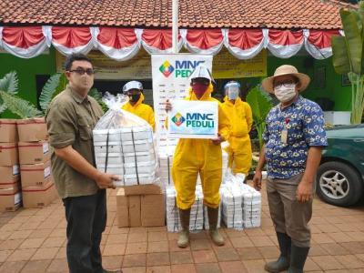 MNC Peduli Salurkan Makan Siang kepada Petugas TPU Pondok Ranggon