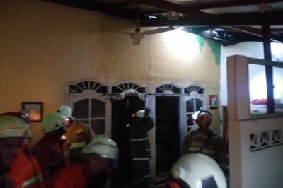 Tersambar Petir hingga Korsleting Listrik, Rumah di Matraman Terbakar