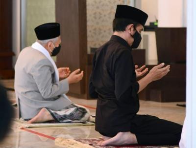 Jokowi Sholat Jumat di Masjid Baiturrahim, Kiai Ma'ruf Amin Jadi Khatib