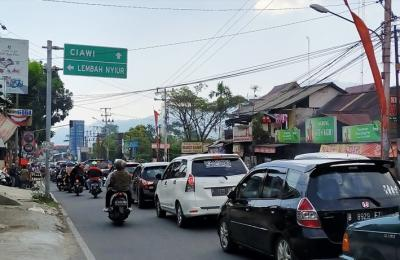 Long Weekend, Jalur Puncak Macet Parah
