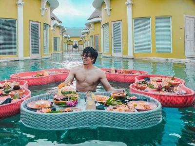 4 Potret Atta Halilintar Tebar Pesona Pamer Otot di Bali