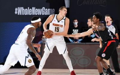 Lakers vs Nuggets, Vogel Cari Cara Redam Nikola Jokic