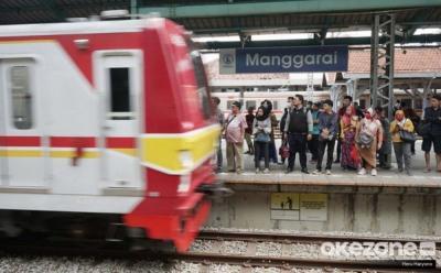 Reaksi Pekerja soal KRL Terakhir dari Stasiun Jakarta Kota Jam 7 Malam