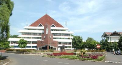 Rektor Positif Covid-19, IPB Perpanjang Pembatasan Masuk Kampus