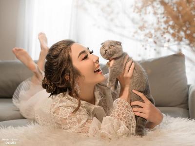 Potret Gisel 'Main' Kucing Tertawa Bahagia, Gemas Banget!