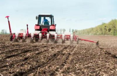 DPR Sebut Anggota Parpol Bagi-Bagi Traktor, Mentan: Tidak Ada Perintah