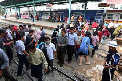 PT KCI: Tak Ada Pengurangan Jadwal KRL di Jam Sibuk