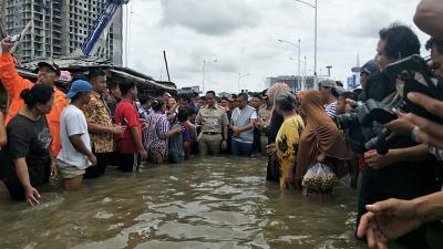 Gubernur Anies Siapkan Pengungsian Banjir dengan Protokol Kesehatan