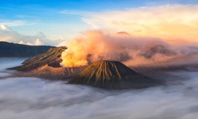 Jelajahi Malang, Intip 4 Spot Sunrise Indah di Pantai hingga Gunung