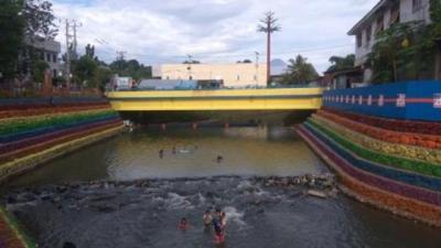 Sungai Warna-warni bak Pelangi di Manado Jadi Destinasi Wisata Baru