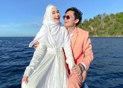 Rayakan Anniversary, Anisa Rahma dan Anindito Pilih Kabur ke Pantai Pulisan